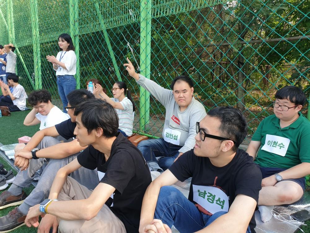 대기하고 있는 참여자들의 모습