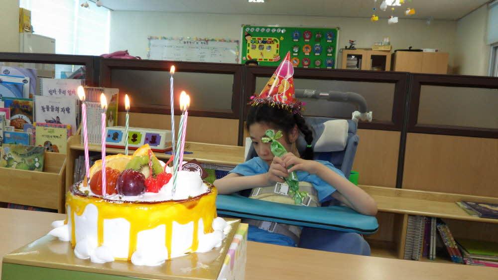 주간보호센터 윤수진 생일잔치
